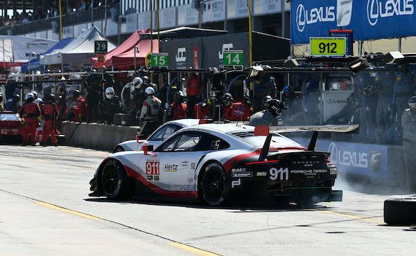 12h-Sebring-2018-Porsche-911-RSR-Nr.911-Boxenstopp