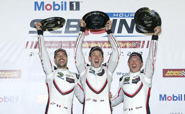 12h-Sebring-2018-Porsche-Sieger-Tandy-Pilet-Makowiecki-auf-Podest