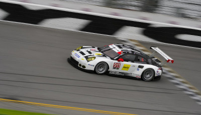 24h-Daytona-2016-Roar-Porsche-911-RSR-on-track