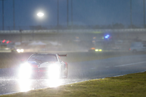 24h-Daytona-2019-BMW-M8-GTE-Nr.25-starker-Regen