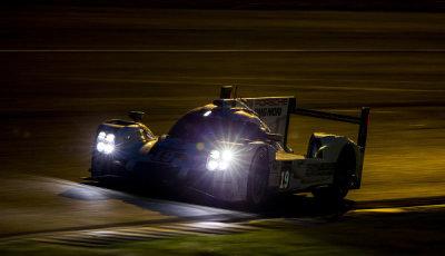 24h-Le-Mans-2015-Nacht-Porsche-919-Hybrid-Huelkenberg-Bamber-Tandy