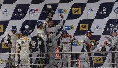 24h-Nurburgring-2015-Siegerehrung-Mies-Champagner