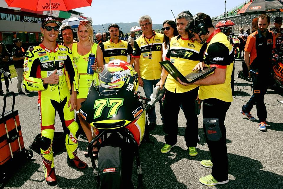 Das Bild, das für uns zum Thema wurde: Jasmin als Grid Girl der Moto GP (Foto: Jasmin Preisig Facebook Channel)
