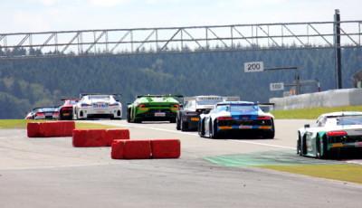 ADAC-GT-Masters-2016-Nuerburgring-Rennen-1-Fahrzeuge-von-hinten