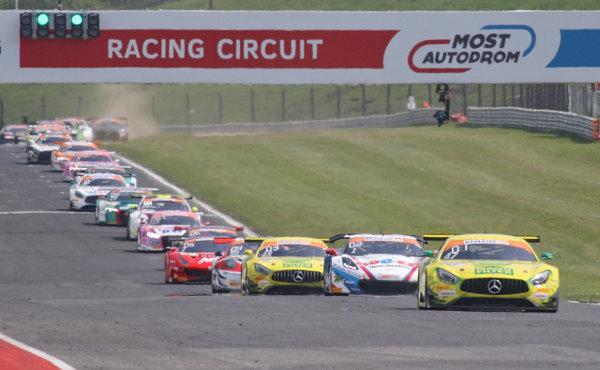 ADAC-GT-Masters-2018-Most-Rennen-2-Restart-Schlange