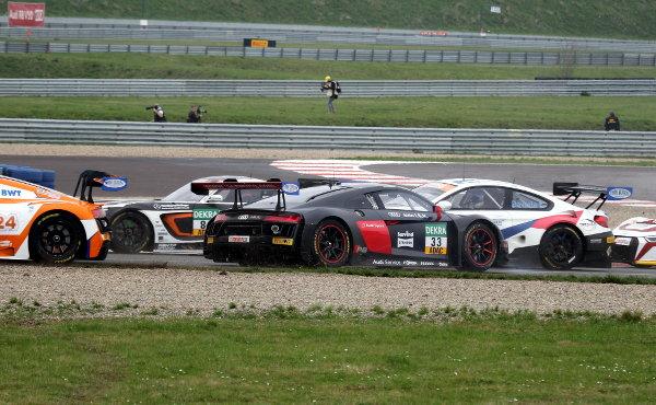ADAC-GT-Masters-2018-Oschersleben-Rennen-2-Unfall-ISR-Audi-R8-LMS-Nr.33