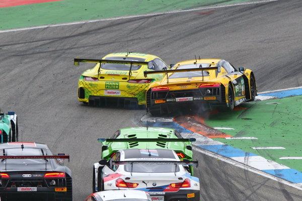 ADAC-GT-Masters-2018-Rennen-2-Kollision-Kurve-1