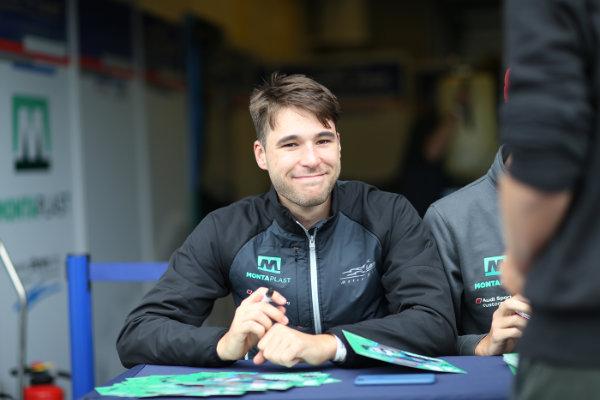 ADAC-GT-Masters-2018-Zandvoort-Kelvin-van-der-Linde-Pitwalk