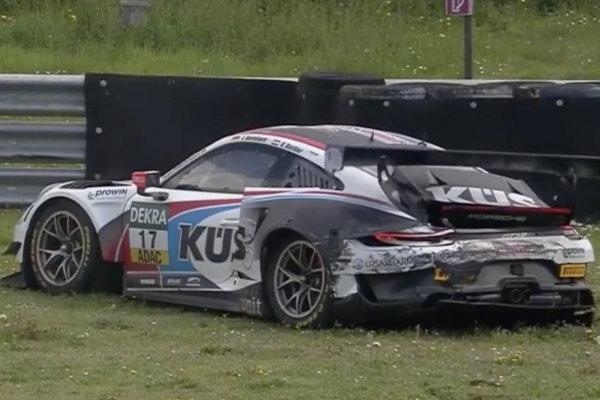 ADAC-GT-Masters-2019-Oschersleben-Rennen-2-KUES-Porsche-911-GT3-R-kaputt