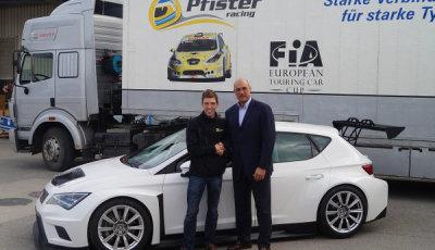 Andreas-Pfister-präsentiert-neues-ETCC-Rennfahrzeug-2015