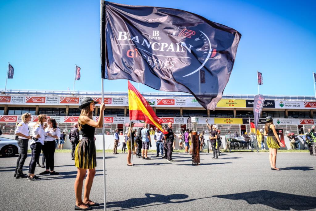 Blancpain-GT-Endurance-2019-Barcelona-Startaufstellung-Fahne