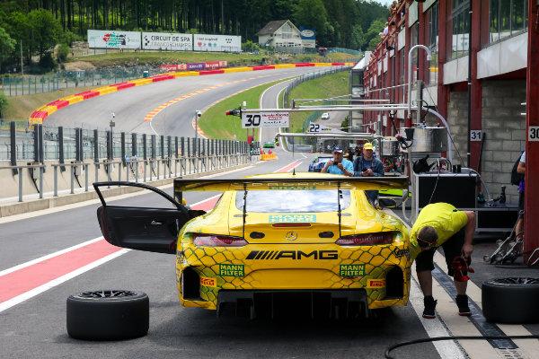 Das Mercedes-AMG Team GruppeM Racing faehrt im gelb-gruenen MANN-FILTER Design 2019