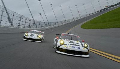 Daytona-Roar-2015-Porsche-911-RSR