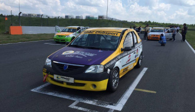 Eleens-Weg-Teil-23-Dacia-Logan-in-der-Startaufstellung