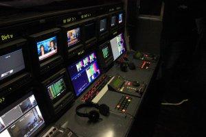 Regie im Übertragungs-LKW von wige Media