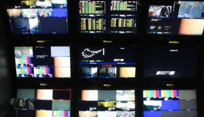 Regie im Übertragungs-LKW bei wige Media