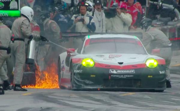 IMSA-2017-Petit-Le-Mans-Porsche-911-RSR-Nr.912-brennt-in-Box-2