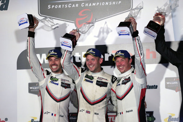 IMSA-2018-Petit-Le-Mans-GTLM-Sieger-Podium-Frederic-Makowiecki-Nick-Tandy-Patrick-Pilet