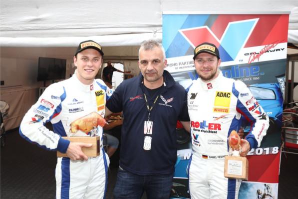Callaway Competition Teamchef Mike Gramke mit seinen beiden Fahrern Daniel Keilwitz und Marvin Kirchhöfer: Doppelsieg am Red Bull Ring (Foto: Burkhard Kasan / Racevision)