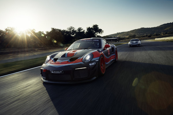 Porsche-911-GT2-RS-Clubsport-1