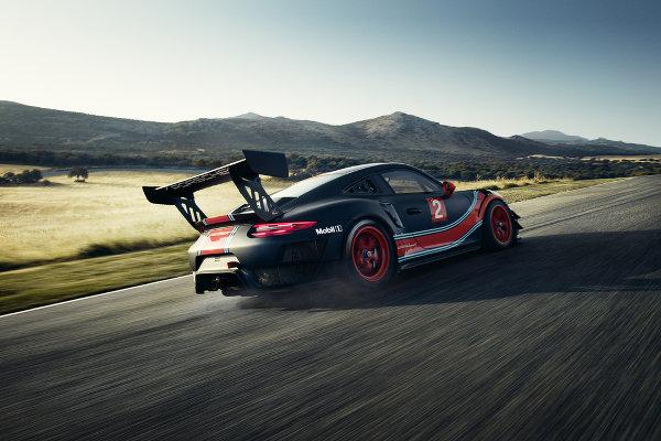 Porsche-911-GT2-RS-Clubsport-3