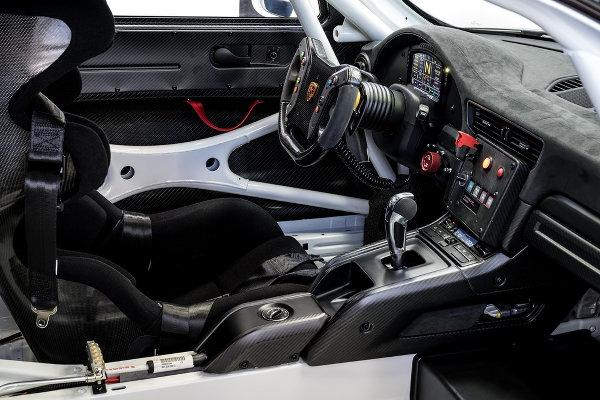 Porsche-911-GT2-RS-Clubsport-4