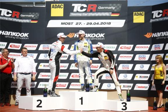 Antti Buri gewinnt den ersten Lauf in Most vor Mike Halder und Harald Proczyk (Foto: Burkhard Kasan / Racevision)