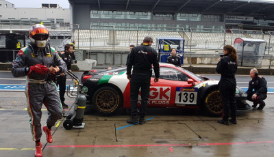 VLN-2016-Lauf-9-RaciNGK-Team-Ferrari_458