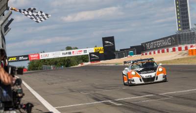 VLN2017-Lauf-3-GetSpeed-Porsche-SP7-Nr.62-Christopher-Brueck