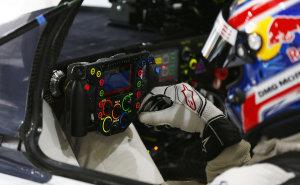WEC-2014-Porsche-919-Hybrid-Lenkrad-Marc-Webber