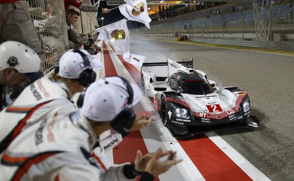WEC-2017-Bahrain-Porsche-919-Hybrid-Nr.2-Ziel
