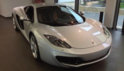 Im Showroom bei McLaren München
