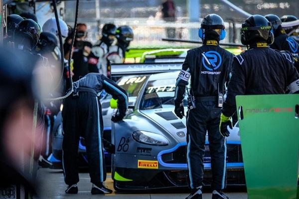 Das Aston Martin Trio Thiim / Dennis / Vaxiviere startet von Platz eins ins 4-Stunden-Rennen (Foto: SRO / Blancpain)